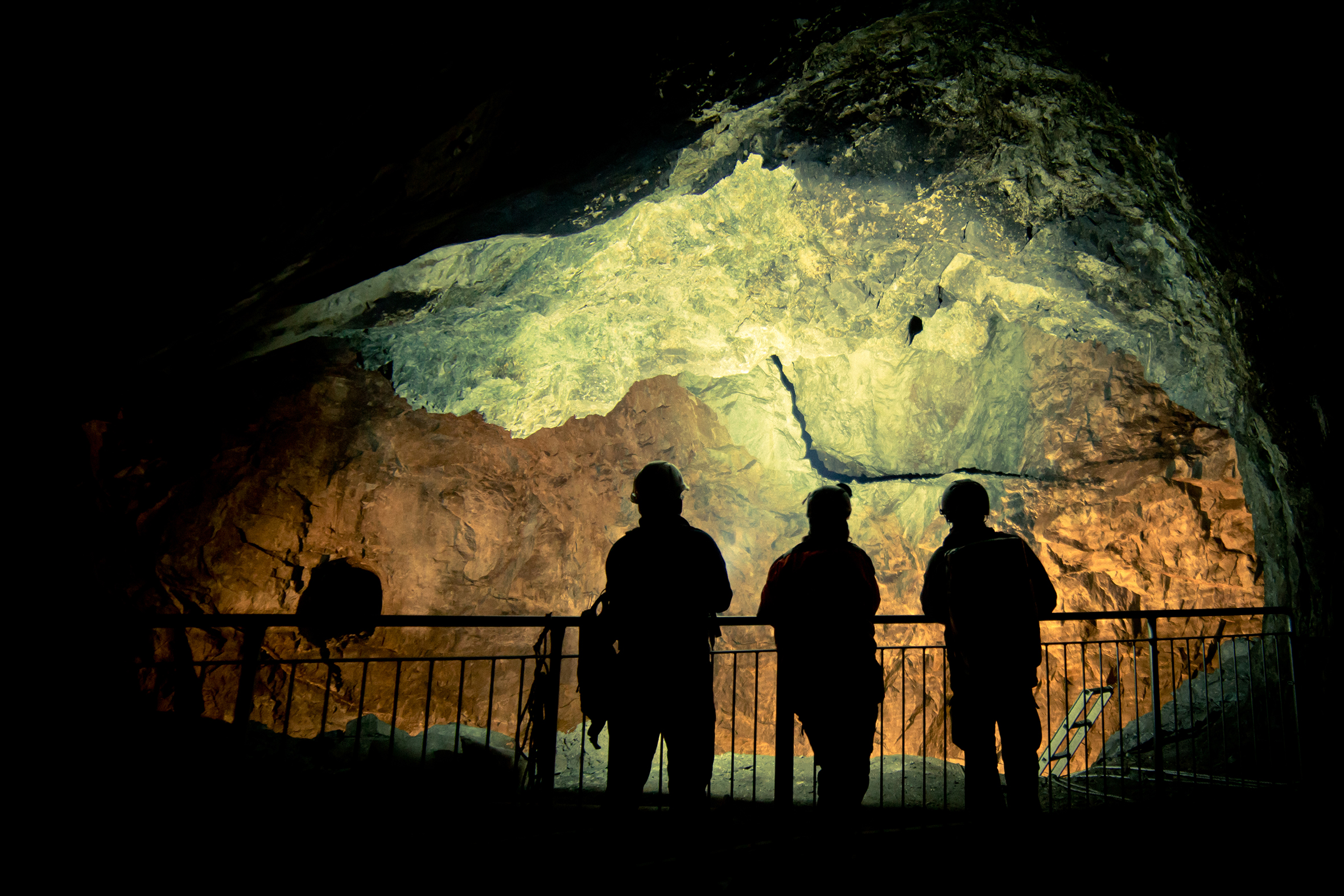 Persons in front of a shaft