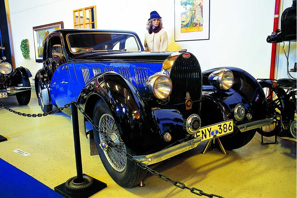 A blue car model Bugatti
