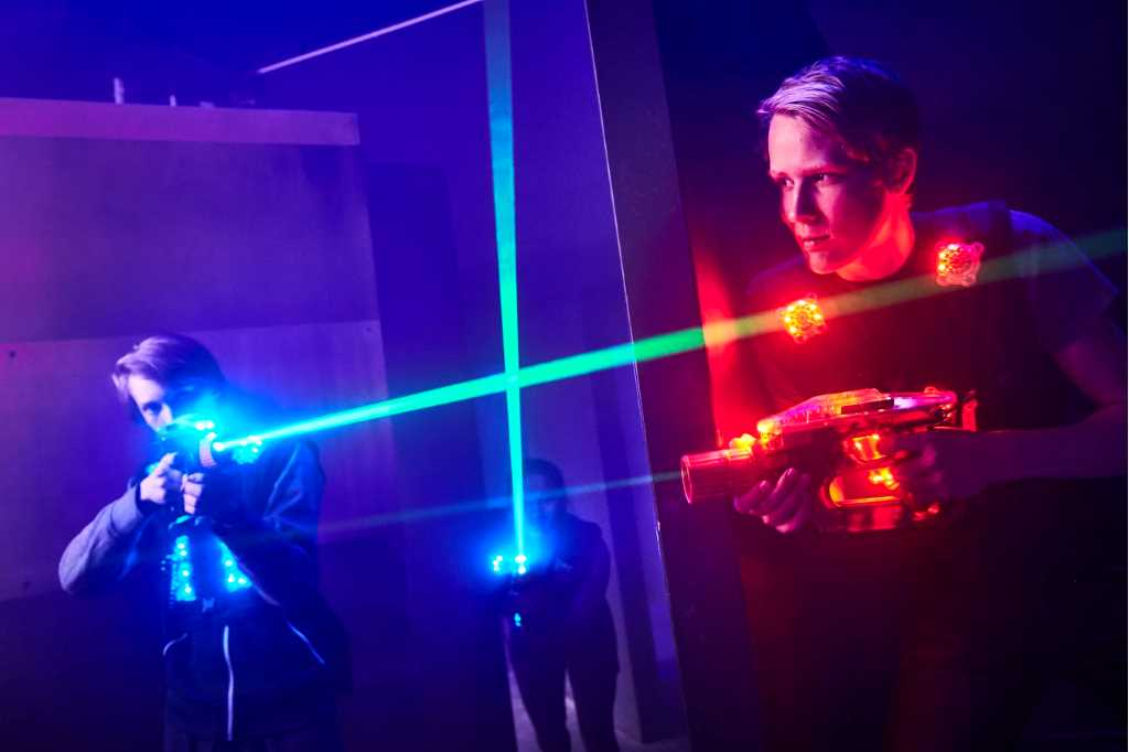Two people playing lasergame at Prison Island Västerås